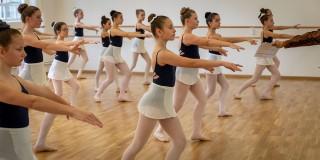 Warum haben wir in der Ballettschule Kreuzlingen Einheitskleidung?